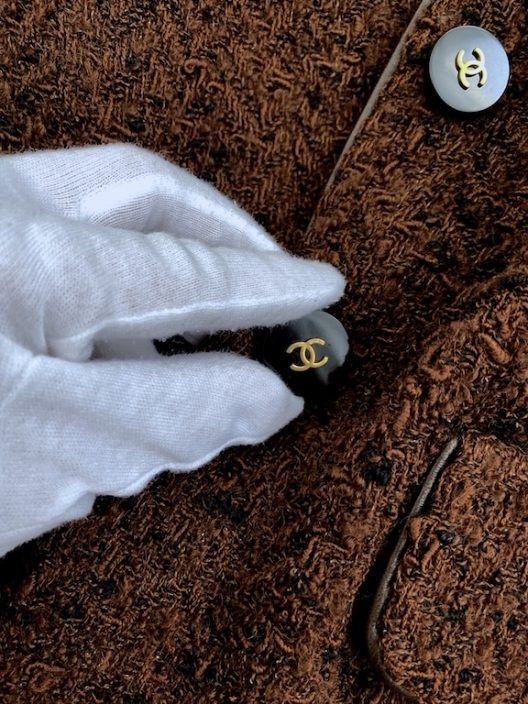 """Chanel Tweed Jacket """"CC"""" logo buttons"""